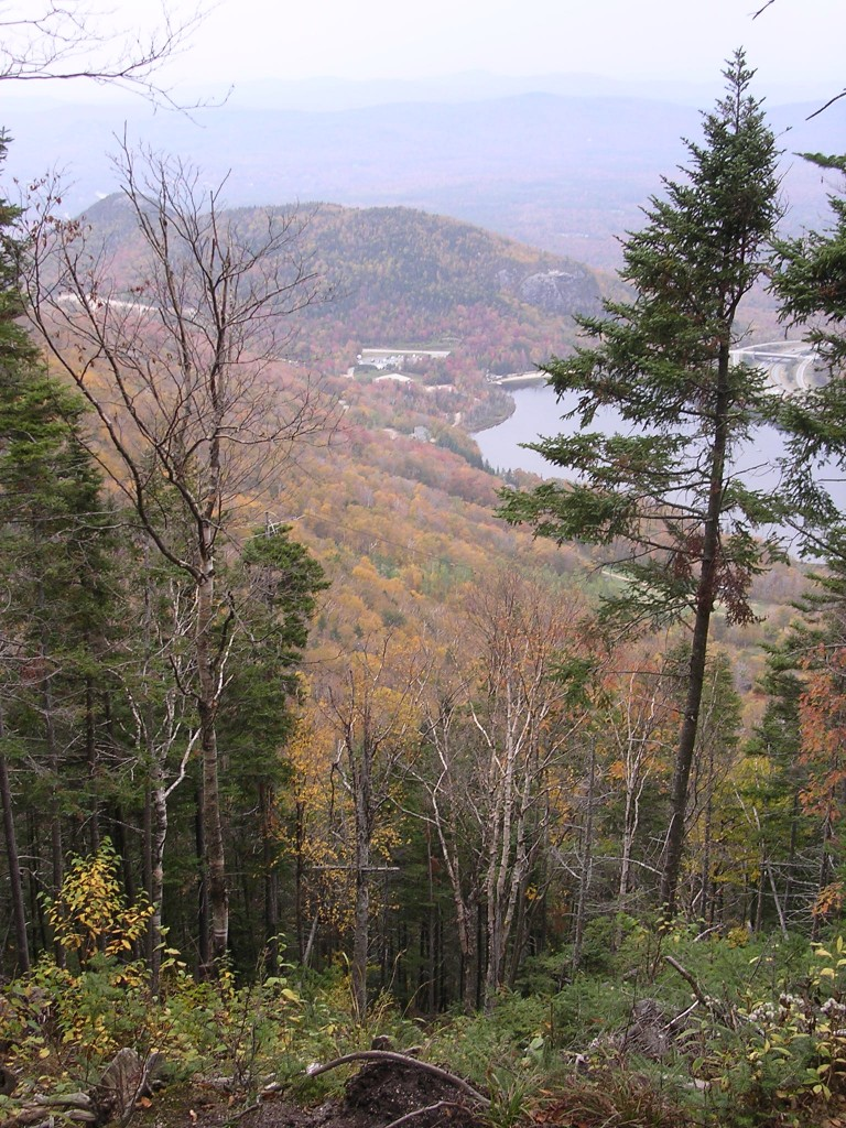 Autumn view of Echo Lake from Ridge Trail up Cannon Mountain.