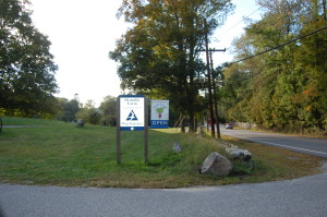Entrance and sign to Drumlin Farm from Route 117 in Lincoln.